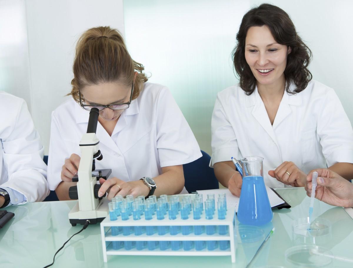 women-lab-tech-iStock_000079382131_Medium